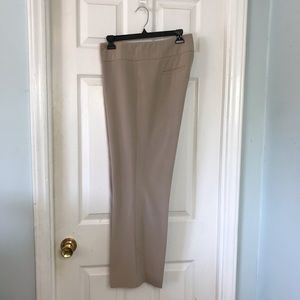 🍄 Kenneth Cole Ladies slacks. Size 14 Short
